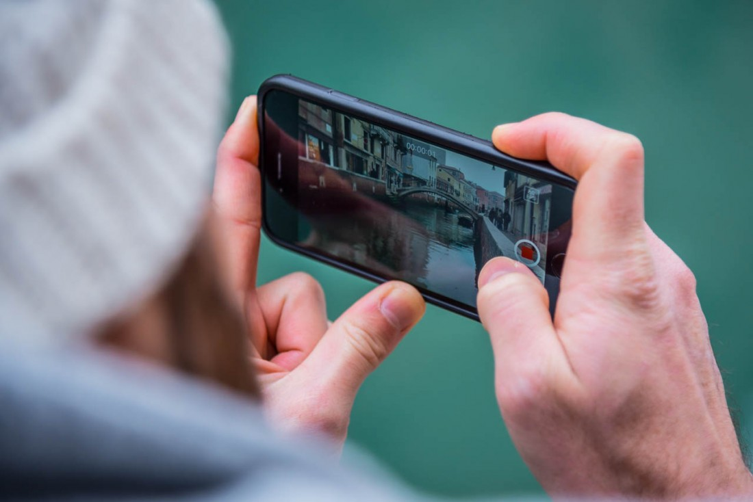 take a picture in venice