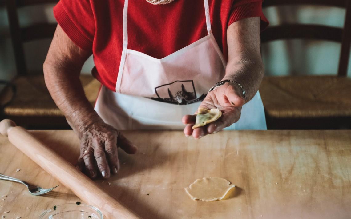 nonna romagnola con pasta