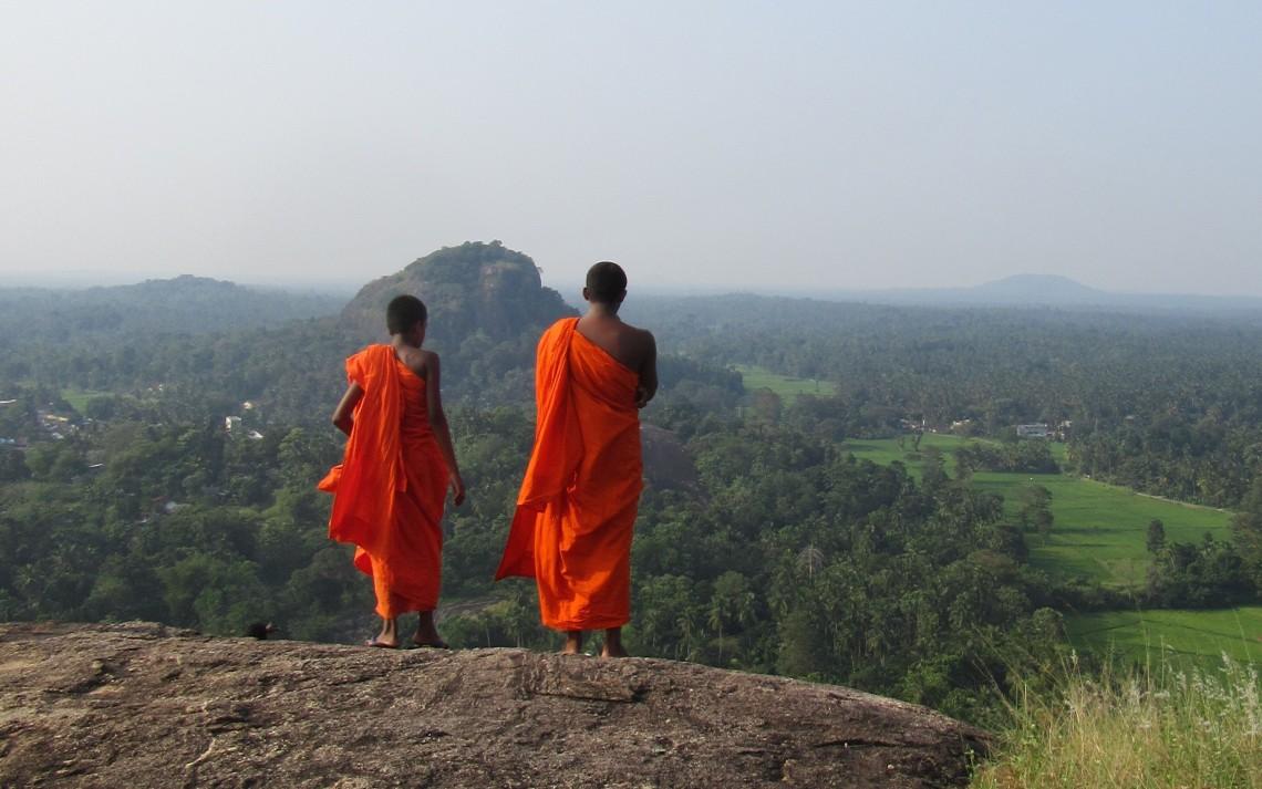 monaci laos